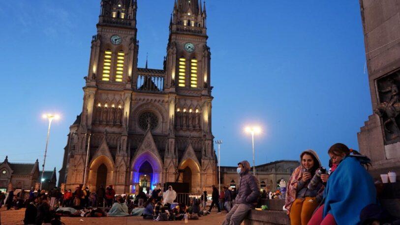 """Miles de creyentes peregrinaron a Luján para pedir por """"salud y trabajo"""""""