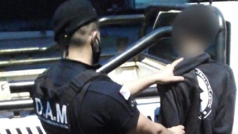 Las cámaras del 911 captaron a un joven intentando robar en un comercio