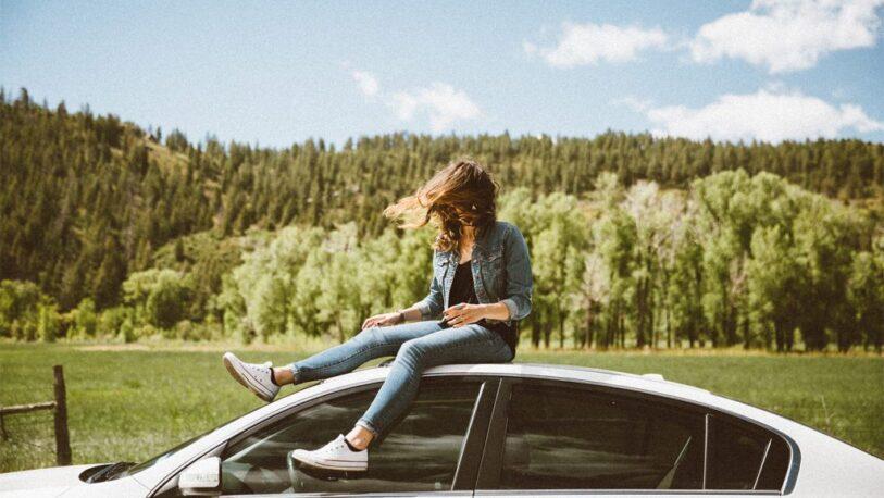 """La millennials """"prefieren"""" alquilar un auto antes que comprarlo"""